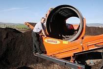 Nová drtící a třídící linka proměňuje bioodpad z obcí na kvalitní kompost.