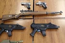 Zbraně zajištěné při policejní akci Soma