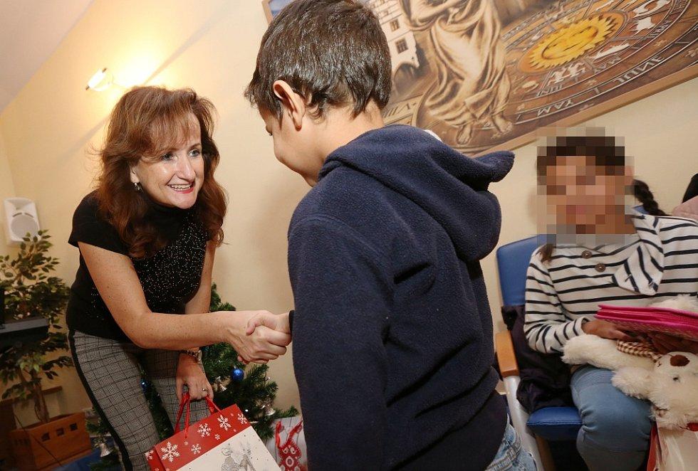 Městský úřad Litoměřice naděloval vánoční dárky dětem z místního Klokánku
