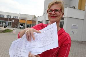 Výbor z řad zaměstnanců litoměřické nemocnice dal dohromady petici proti prodeji jejích akci. Na středu 1. května chystá také protestní pochod městem.