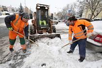 Pracovníci technických služeb v Litoměřicích začali s odklízením sněhu ve městě.