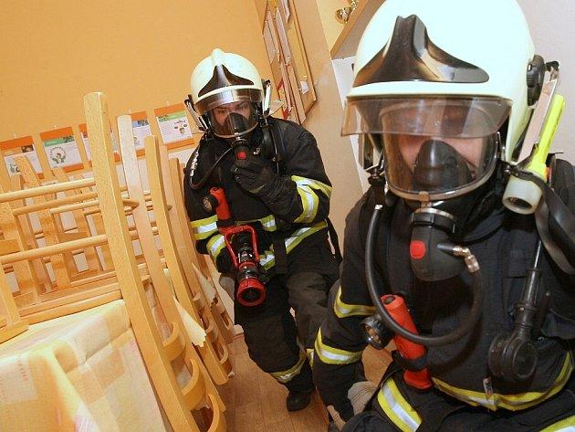 Cvičení hasičů v čížkovickém ústavu