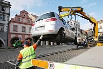ODTAH BUDE VYUŽÍVANĚJŠÍ. Více vytíženější má být odtahové vozidlo litoměřických technických služeb. Radnice chce zintenzivnit odtahy aut, aby se zlepšil výnos do rozpočtu. Parkovací automaty už podle odboru dopravy tolik nevydělávají.
