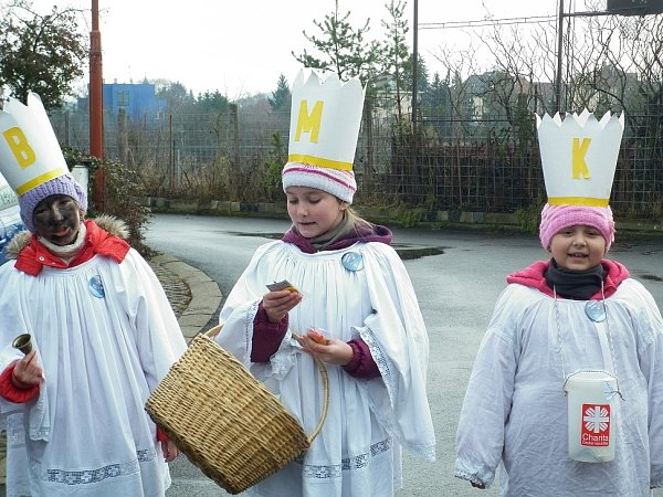 Tři králové zpívají koledu.