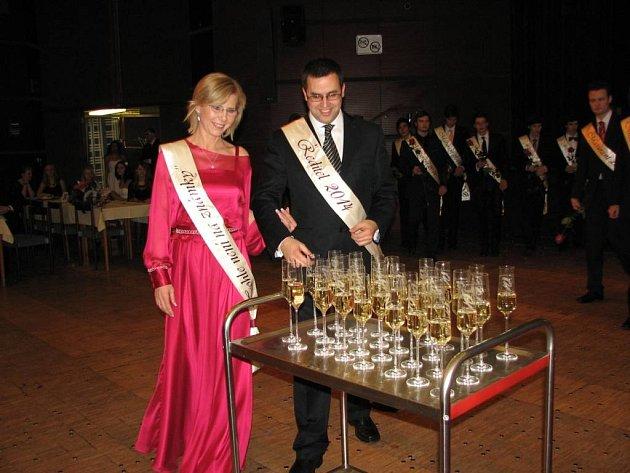 Maturitní ples roudnického gymnázia v DK Litoměřice.