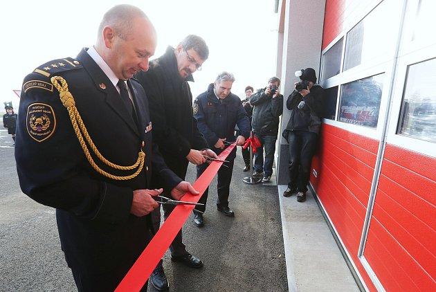 Listopad: Nový domov pro hasiče vLovosicích