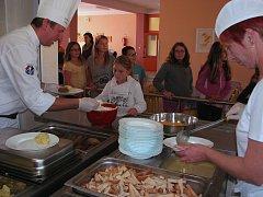Kuchařky školní jídelny při ZŠ v Hoštce absolvovaly školení k přípravě zdravých jídel