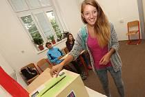 Jaké to je volit si nanečisto vyzkoušeli studenti na Gymnáziu v Lovosicích díky projektu Studentské volby.