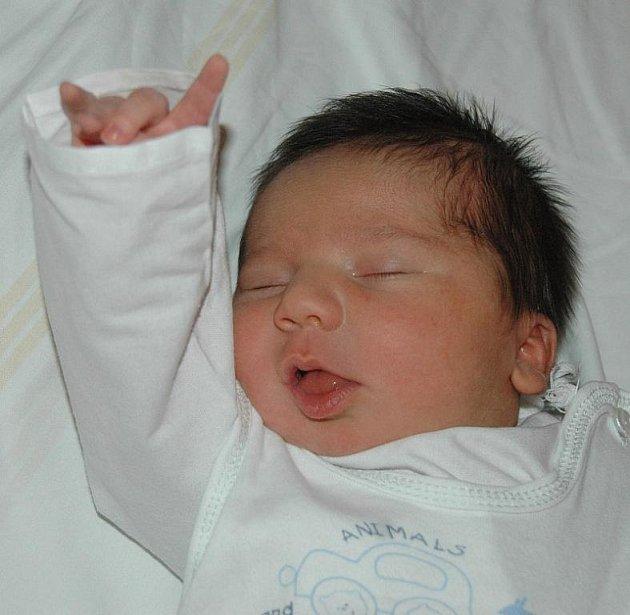 Manželům Pištorovým z Litoměřic se v ústecké porodnici 8. října ve 13.40 hodin narodil syn Šimon. Měřil 50 cm a vážil 3,98 kg. Blahopřejeme!