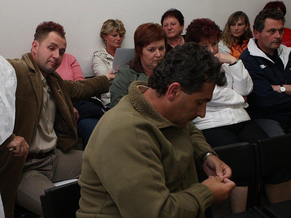 Diskuze obyvatel Lukavce k projednávanému záměru těžby štěrkopísku byla velmi ostrá. Odpůrci těžby i tentokrát poukázali na to, že se kvalita jejich života otevřením pískovny zhorší.