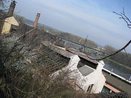 STŘECHA. Prioritou při rekonstrukci je pro majitele objektu rekonstrukce střechy, která je v dezolátním stavu.