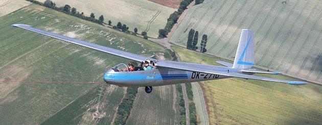 Možnost pořídit si unikátní fotografie parašutisty skákajícího zkřídla větroně Blaník ve výšce 800metru měl fotograf Litoměřického Deníku ve středu 21.6.dopoledne. Tato ukázka proběhne jako součást hlavního programu Memoriál air show.