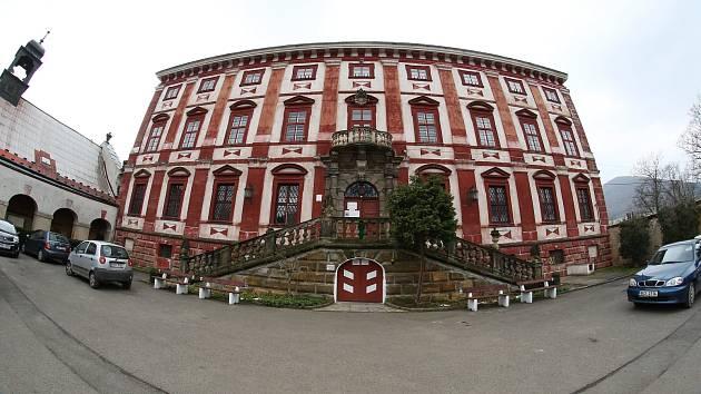 Domov důchodců na zámku vMilešově postupně ukončí svůj provoz. Kraj chce objekt opustit nejpozději do roku 2023 a následně ho zkusit prodat.