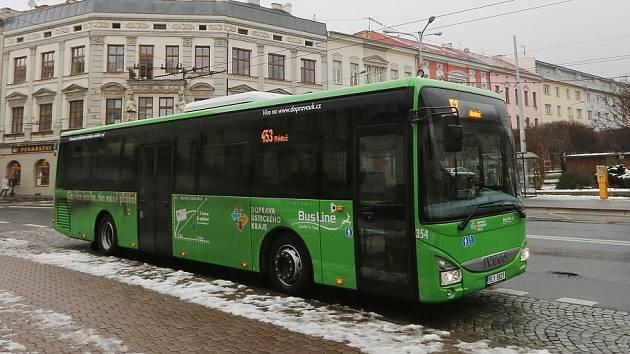 V ZELENÉM. Všechny autobusy vypravované krajem musí mít jednotnou zelenou barvu.