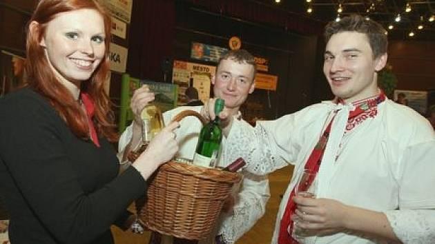 Hudebníci z Mikulčic si pochvalují letošní ročník soutěže vinařské Litoměřice.Jan Sečkář a Petr Marada ochutnali i víno z polabí a velice si ho pochvalují .