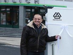"""""""Kořeny naší společnosti sahají až do první republiky,"""" říká šéf firmy Hennlich Pavel Šumera."""