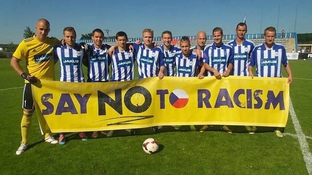 ROUDNIČTÍ hráči podpořili projekt Stop Rasismu.