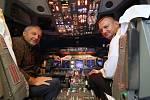 Dopravní pilot a instruktor Petr Pačes (vlevo)