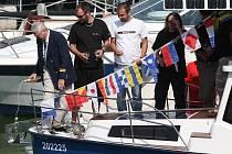 SLUNCE JAKO POHON. Jediný prototyp této lodí stojí nyní v Píšťanech. Projektanti doufají v sériovou výrobu.