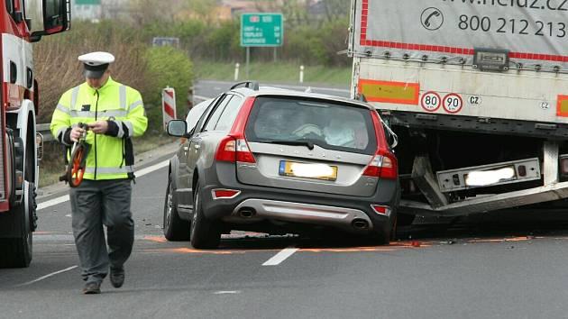 Nehoda na sjezdu z D8.