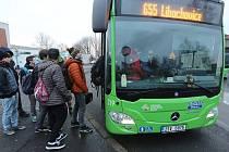 Na krajský úřad a na dopravce se snesla vlna kritiky nejen na Litoměřicku, ale ve většině okresů, kde byl nastartován nový dopravní systém.  Řada řidičů se teprve seznamuje s novým odbavováním, někteří hlavně na  Lovosicku i s trasou na linkách.