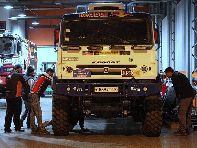 V ROUDNICKÉM technologickém centru Buggyry se o víkendu zastavili po cestě z Francie zástupci Kamazu.