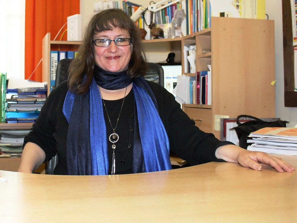 Ředitelka Základní a mateřské školy v Ploskovicích Miroslava Melicharová.
