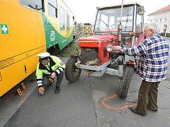 Srážka vlaku a traktoru v Sulejovicích.