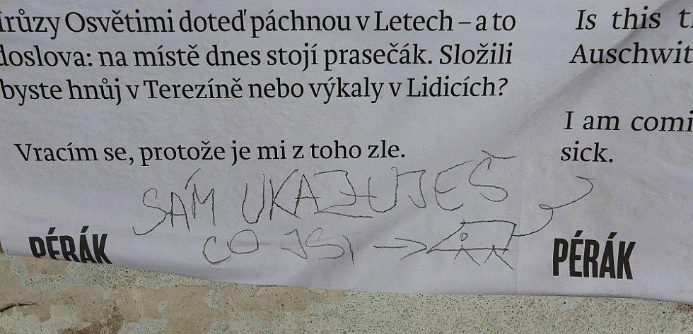 NE U VŠECH čtenářů plakátu našel Pérák pochopení. Někteří mu napsali vzkaz.