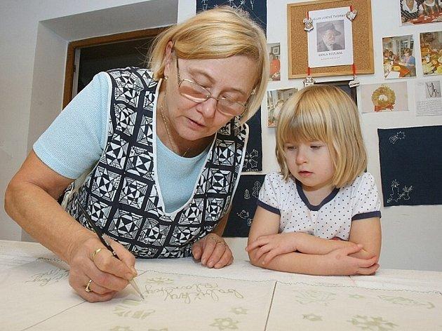 Snímky z návštěv Deníku v pěstounské rodině Jiřiny Šustrové