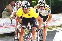 POSLEDNÍ VÍTĚZSTVÍ. Litoměřický rodák René Andrle si ve žlutém trikotu dojel pro vítězství v etapovém závodě Lidice 2008. Po letošní sezoně ukončil svou bohatou závodní kariéru.
