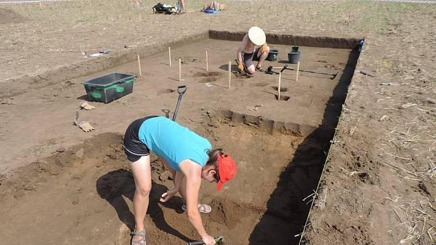 Archeologové a jejich výzkum u Hrdel a Dolánek