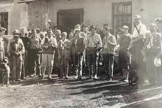 Myslivci v Mnetěši měli možnost lovit i koroptve, které jsou nyní vzácností, dokonce si k tomu v roce 1958 pozvali francouzské přátele.