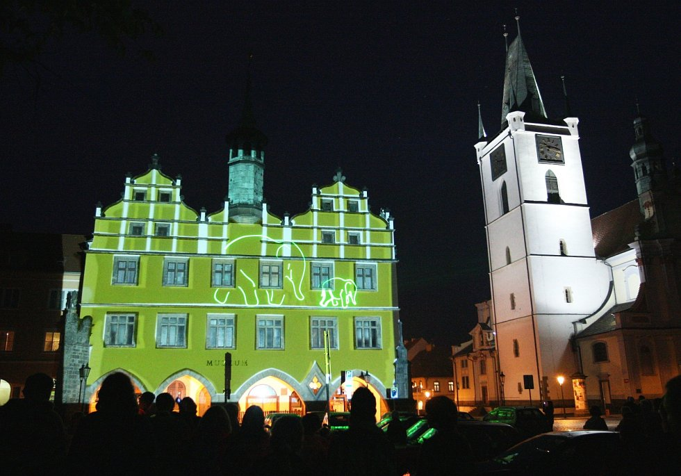 Muzejní noc v Litoměřicích v roce 2009. Součástí akce byla i unikátní laserová projekce na historické budově mistního muzea