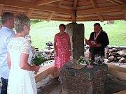 Nová kaplička nedaleko Ctiněvsi měla svatební premiéru.