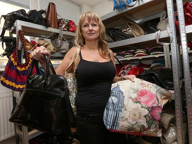 """""""V letošním roce jsme vybrali asi 1500 kabelek, což je oproti loňským 800 úspěch,"""" uvedla terénní sociální pracovnice NADĚJE Renáta Hercíková."""
