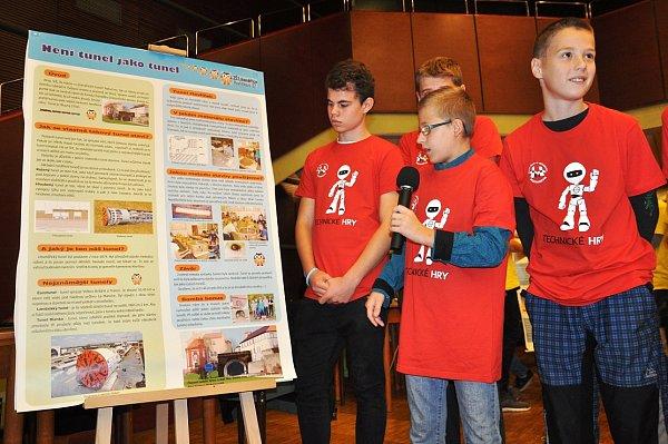Jednotlivá družstva prezentovala vlastní projekty. Například tým ze ZŠ Havlíčkova se zabýval ražbou tunelů. Nakonec skončil třetí.