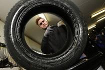 Přezouvání pneumatik je v plném proudu