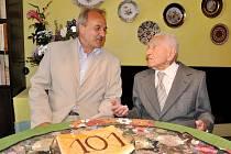 Jaroslav Kejř nikdy nekouřil, vyhýbal se alkoholu i nezdravým jídlům. Nyní oslavil 101. narozeniny