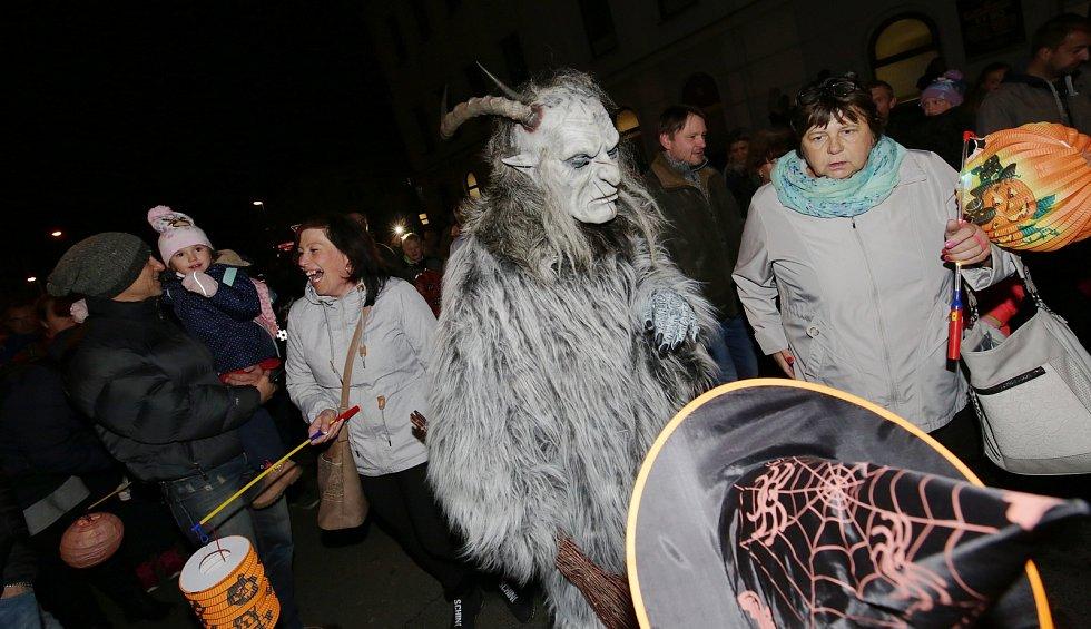 Dračí ohňová show přilákala do Lovosic stovky návštěvníků.