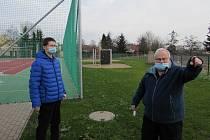 Nový areál víceúčelového hřiště v Sulejovicích zůstává veřejnosti zatím uzavřený. Důvodem jsou protikoronavirová vládní opatření.