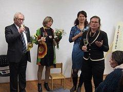 Svobodná základní škola otevřela v kasárnách výstavu Děvčata z pokoje 28.