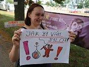 Skupinka aktivistů proti týrání zvířat v cirkusech Svoboda zvířat protestovala pred představením cirkusu v Litoměřicích.