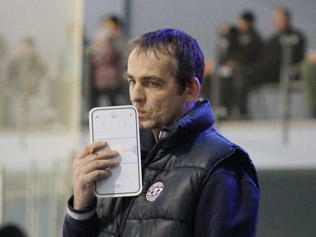 Daniel Tvrzník na lavičce Stadionu.