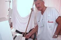 Primář gynekologicko-porodnického oddělení Podřipské nemocnice s poliklinikou v Roudnici nad Labem MUDr. Jan Havlík očekává do konce září další rekord v ročním období od znovuotevření porodnice. Ten červencový činil 35 novorozenců.