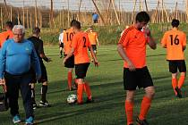 Fotbalisté Roudnice (v oranžovém) zdolali Českou Kamenici 3:1. I. A třída 2018/2019. Foto: SK Roudnice/Ladislav Pokorný