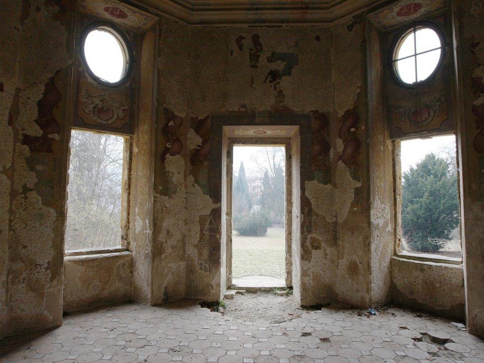 Barokní krása v Milešově podléhá zubu času.
