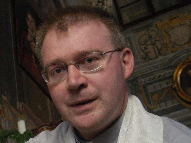 Martin Davídek je nejen osobním sekretářem biskupa Pavla Posáda, ale i tiskový mluvčí litoměřického biskupství