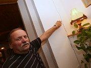 Kameniolom v Libochovanech způsobuje při odstřelech skály otřesy, které ničí domy až v Tlučni,
