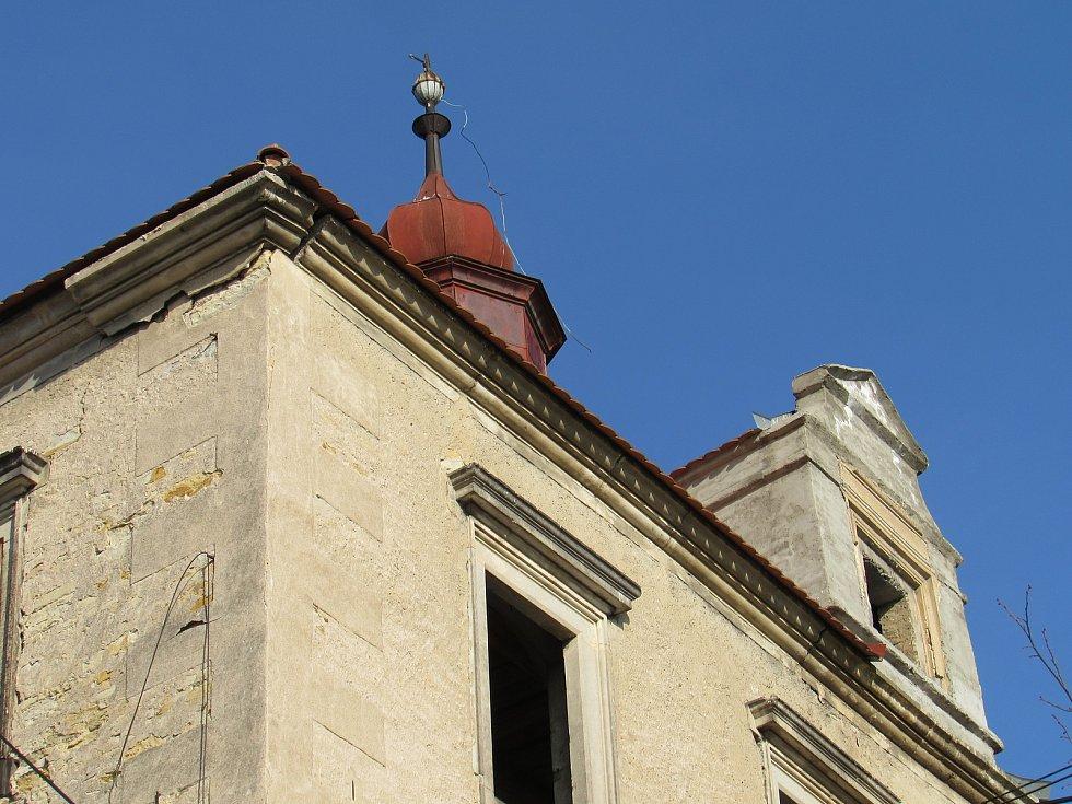 Zámek v Encovanech